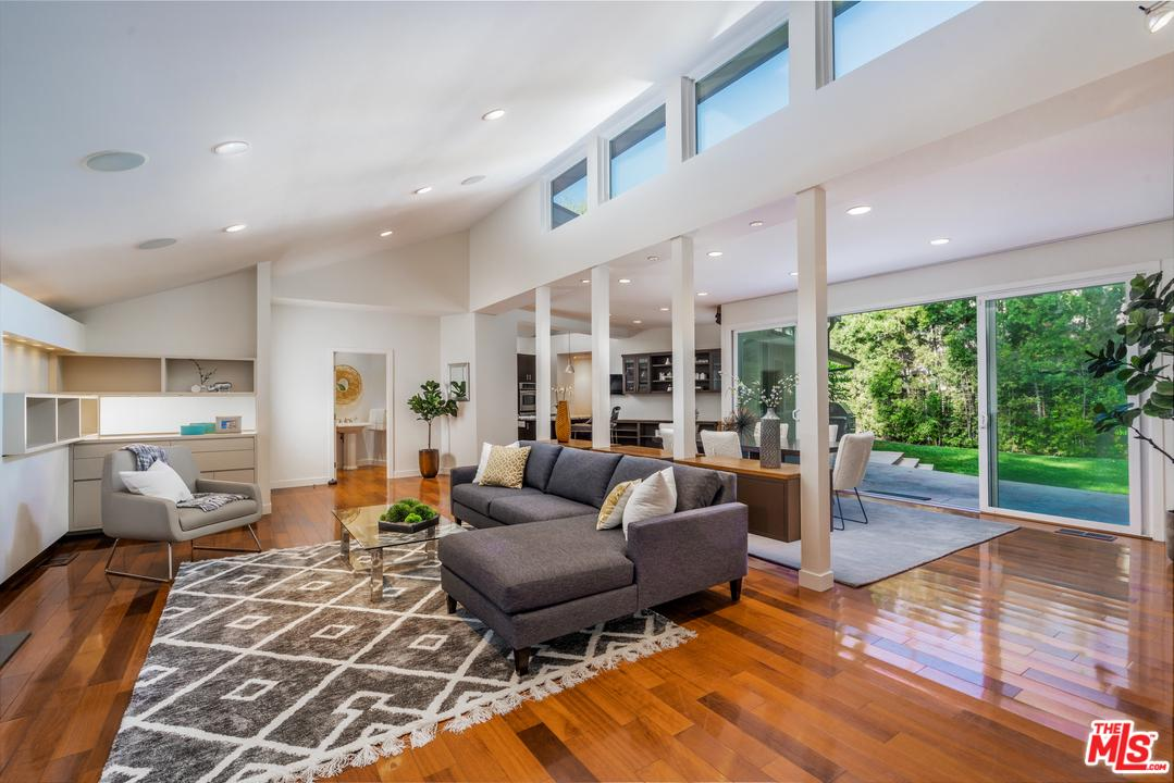 244 South Canyon View Drive Los Angeles, CA 90049