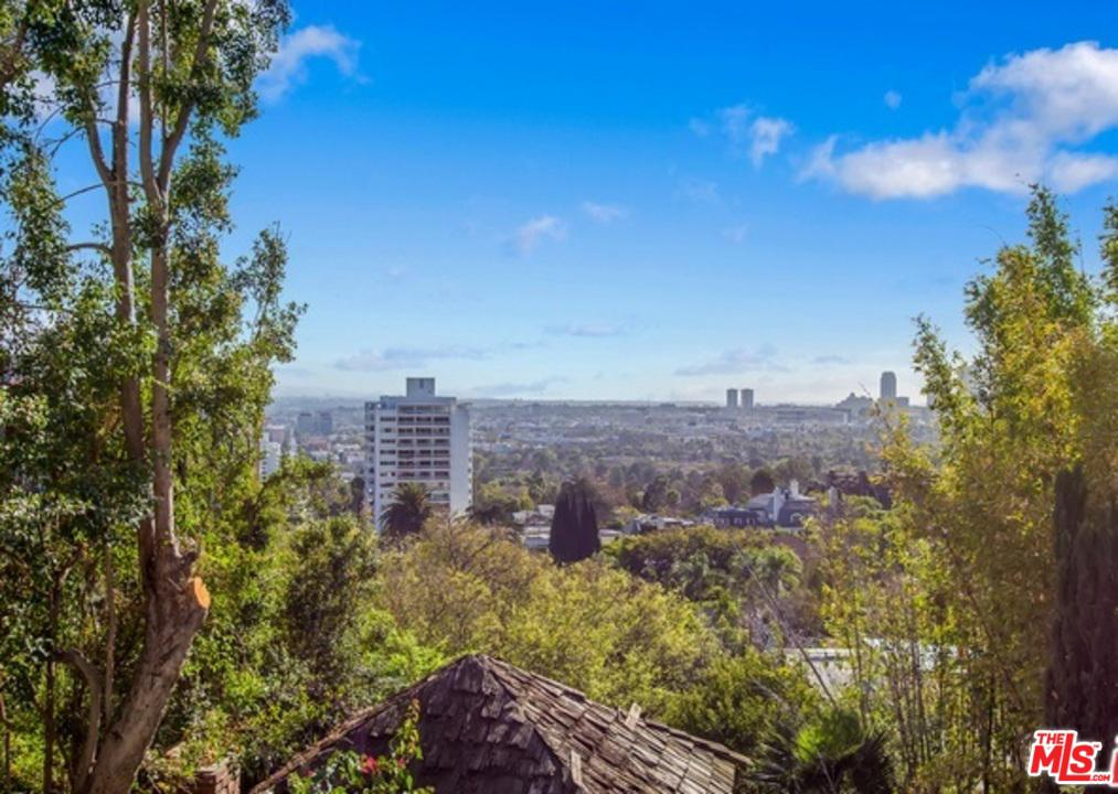 9060 St Ives Drive Los Angeles, CA 90069