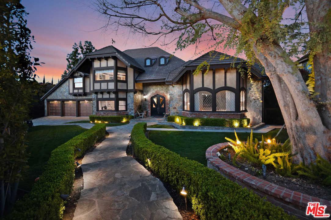 17069 Oak View Drive Encino, CA 91436