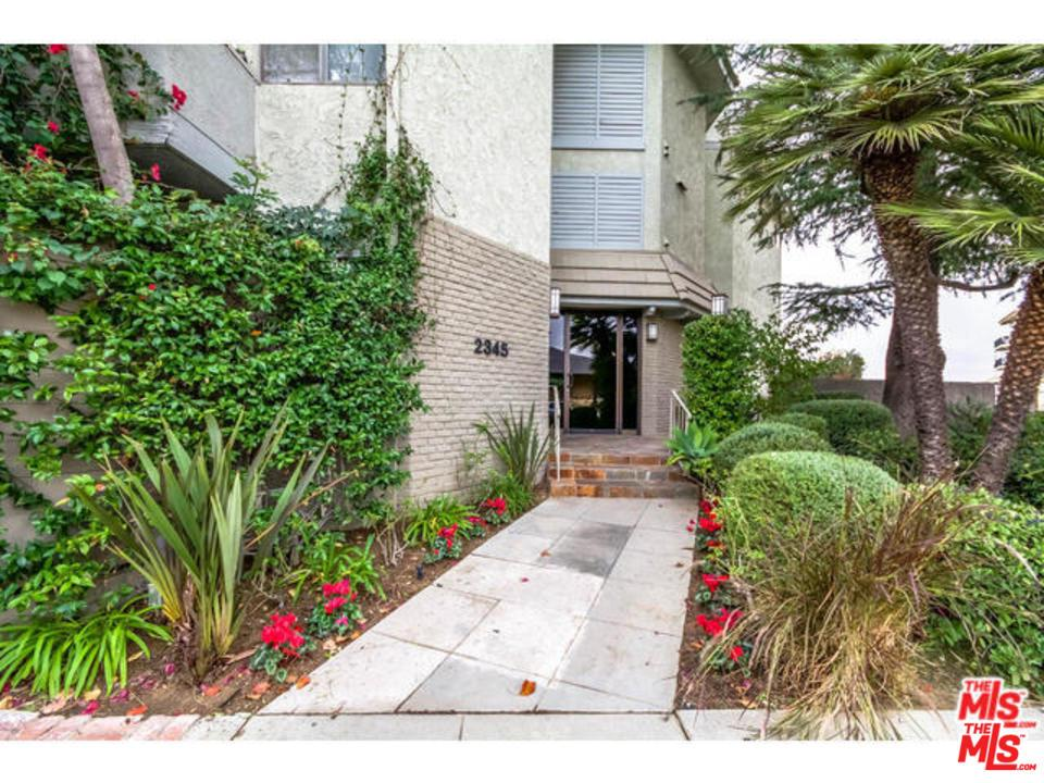 Townhome property for sale at 2345 ROSCOMARE Road, Bel Air California 90077