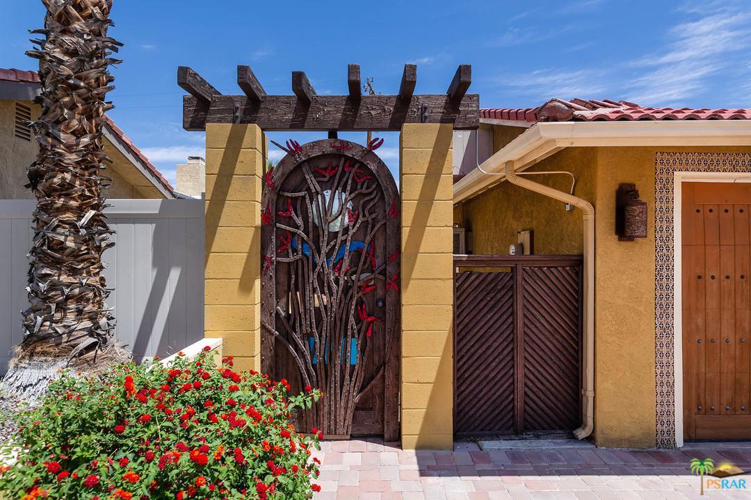 2712 North Vista Grande Avenue Palm Springs, CA 92262