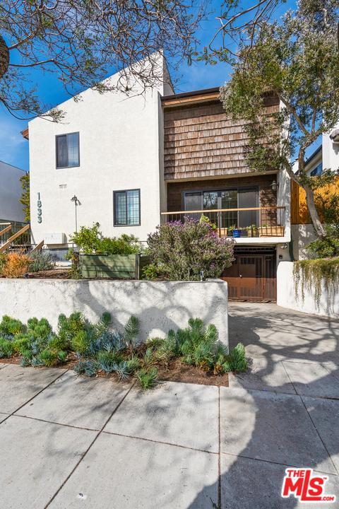 1833 11th Street Santa Monica, CA 90404