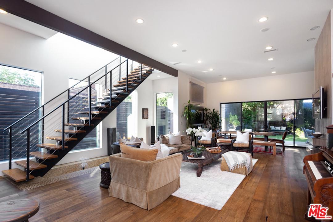 Single Story property for sale at 3256 CABRILLO Boulevard, Mar Vista California 90066