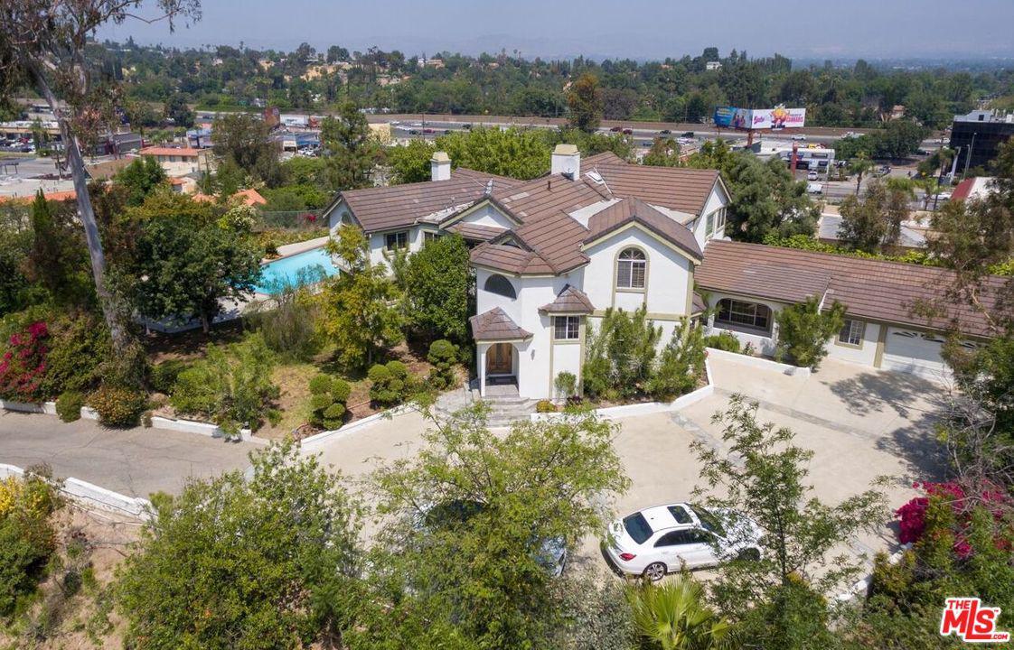 19943 Redwing Street Woodland Hills, CA 91364