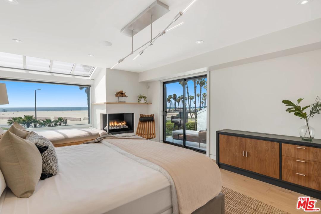 17 Sea Colony Drive Santa Monica, CA 90405