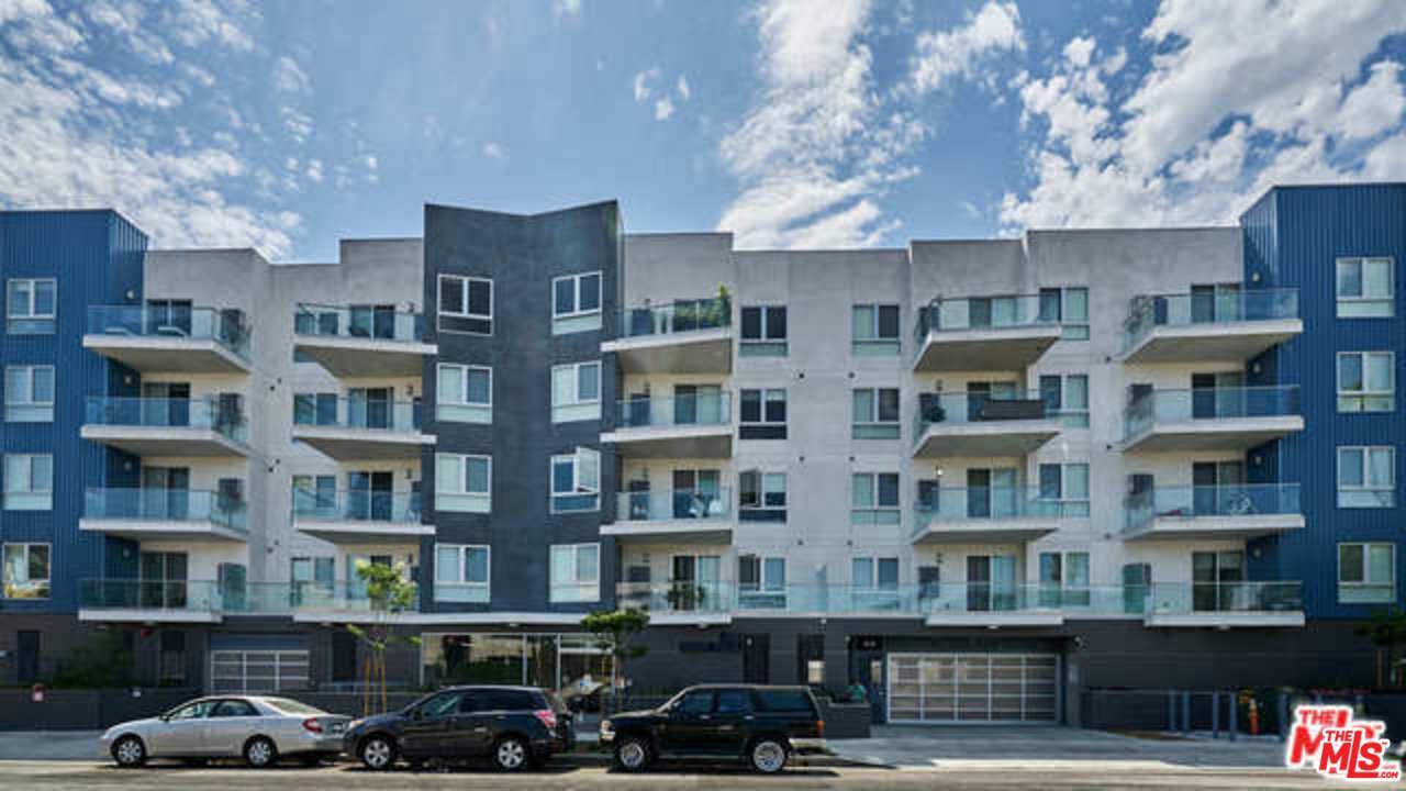 105 South Mariposa Avenue Los Angeles, CA 90004