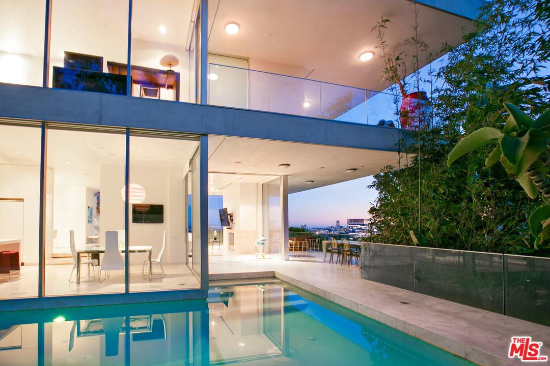 1267 St Ives Place Los Angeles, CA 90069