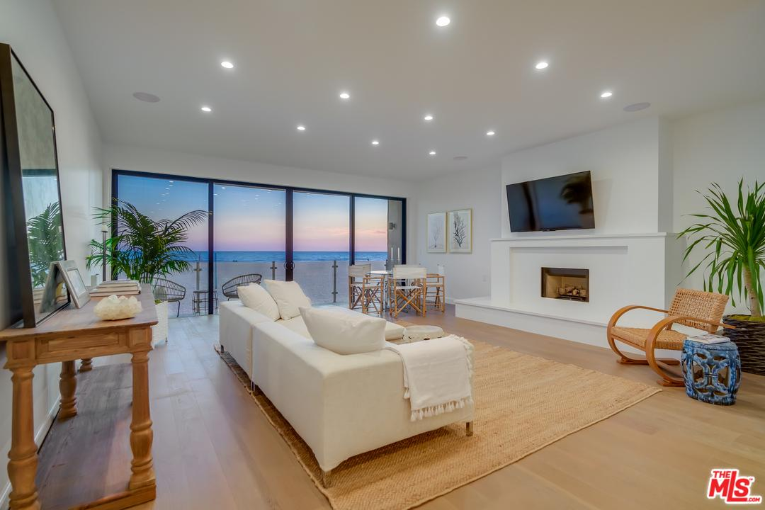 1 NORTHSTAR Street, one of homes for sale in Marina Del Rey