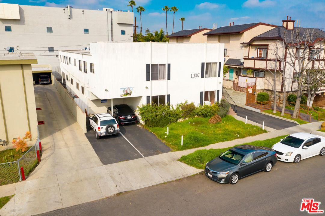 11807 Courtleigh Drive Los Angeles, CA 90066