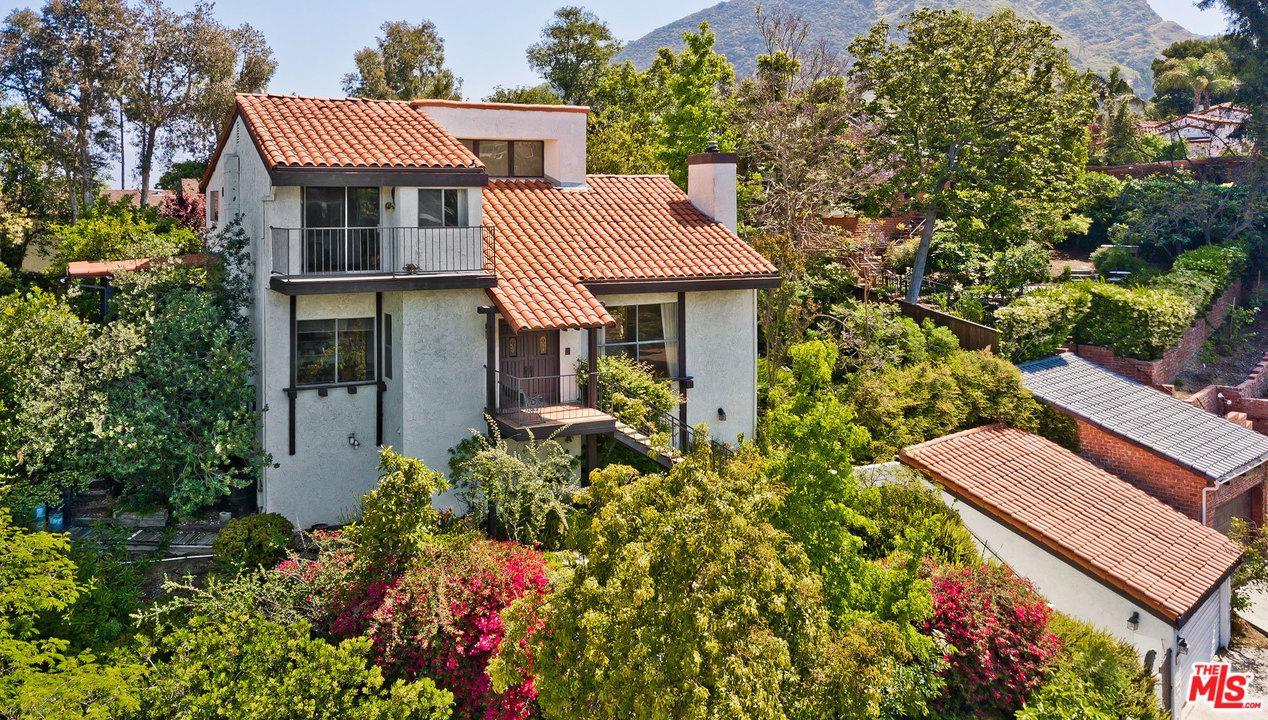 3458 La Sombra Drive Los Angeles, CA 90068