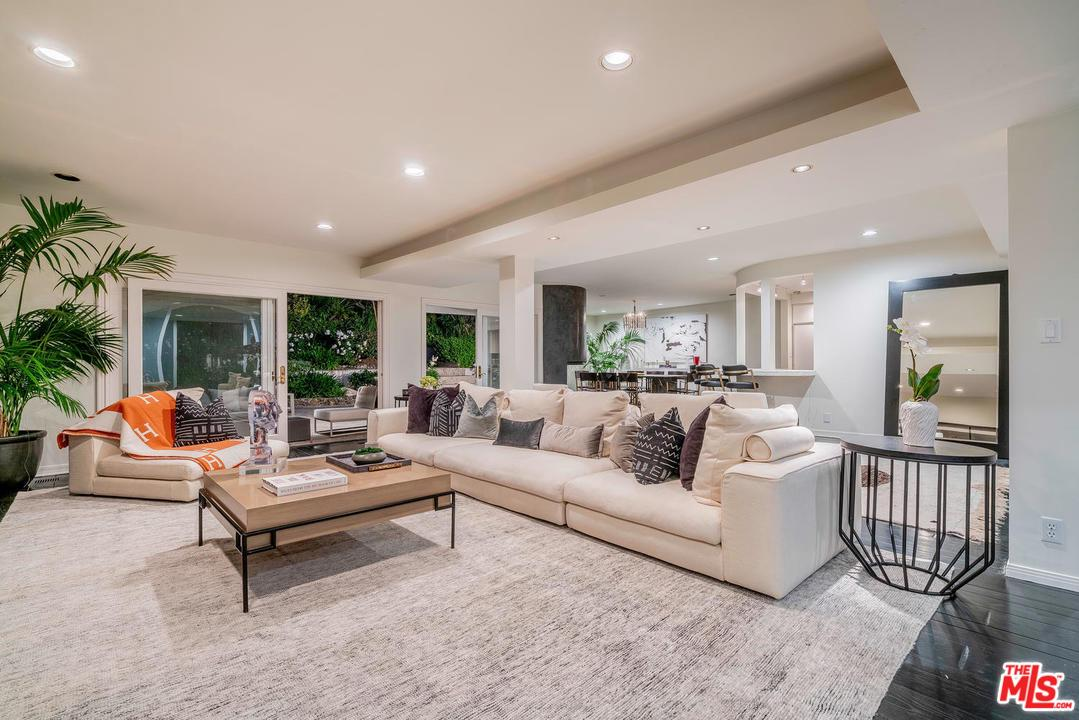 2211 SAN YSIDRO Drive, Beverly Hills, California