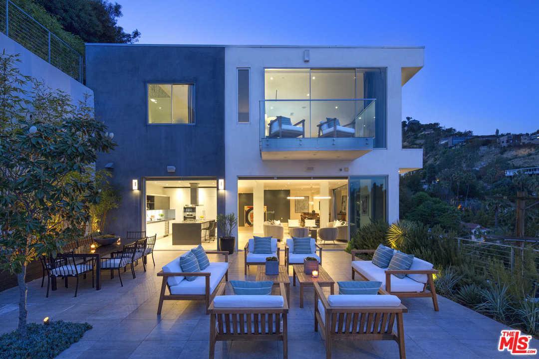 8613 Hollywood Los Angeles, CA 90069