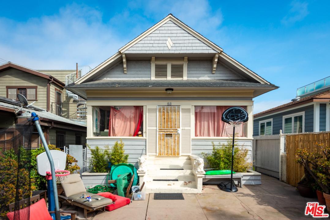 52 Sunset Avenue Venice, CA 90291