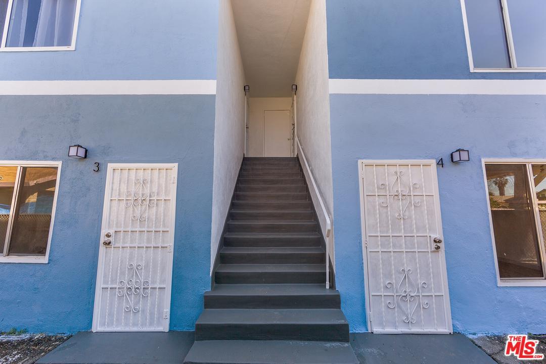 809 West 50th Street Los Angeles, CA 90037