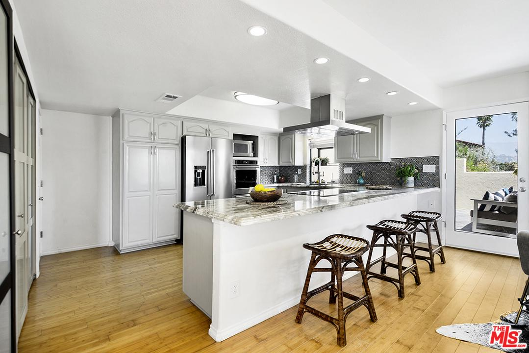 4513 Sunnycrest Drive Los Angeles, CA 90065