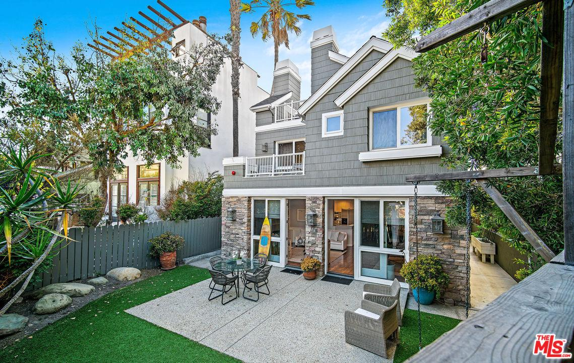 21 REEF Street, one of homes for sale in Marina Del Rey