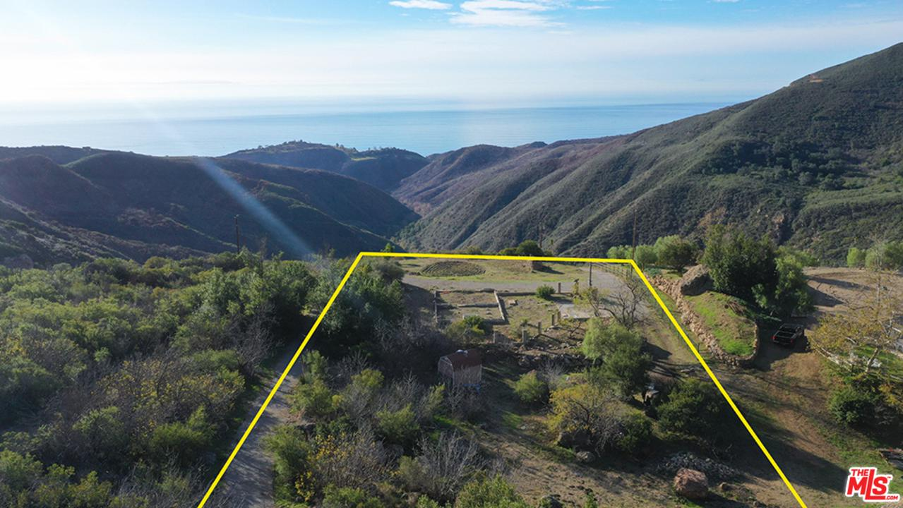1495 Barrymore Drive Malibu, CA 90265