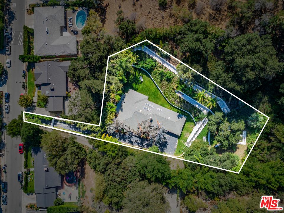 Single Story property for sale at 963 ROSCOMARE Road, Bel Air California 90077