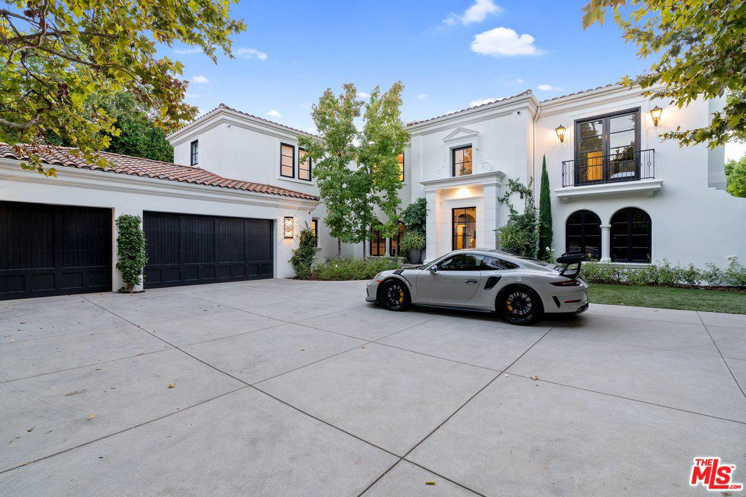 4717 ENCINO Avenue, Van Nuys, California