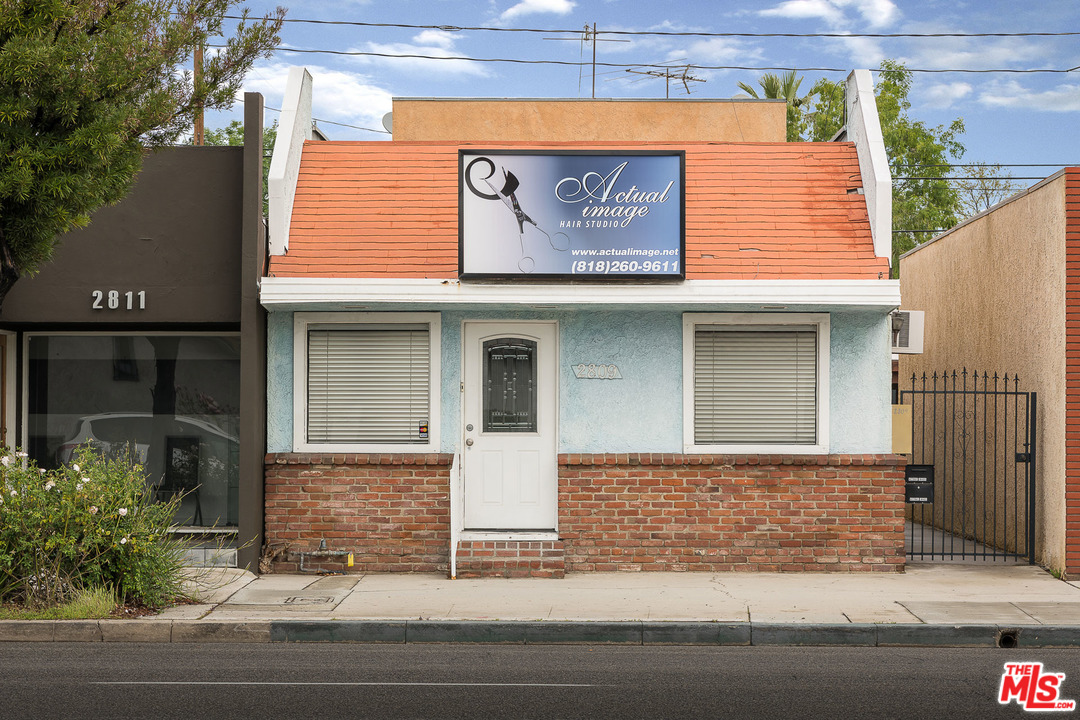 2809 BLVD W MAGNOLIA, one of homes for sale in Burbank