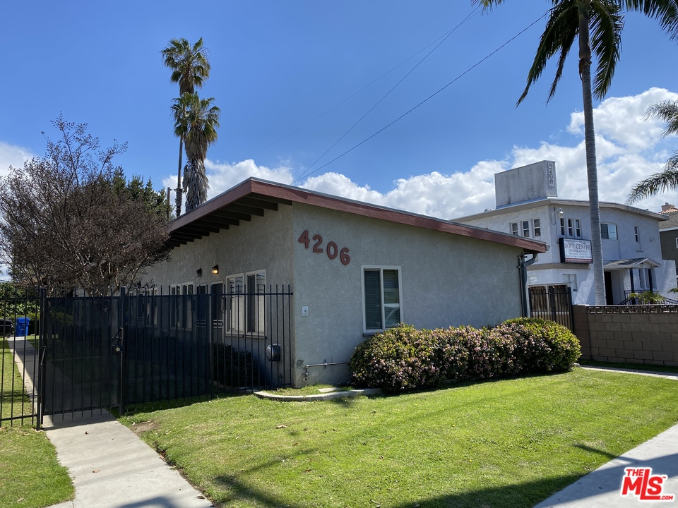 4206 AVE S CENTINELA, one of homes for sale in Mar Vista