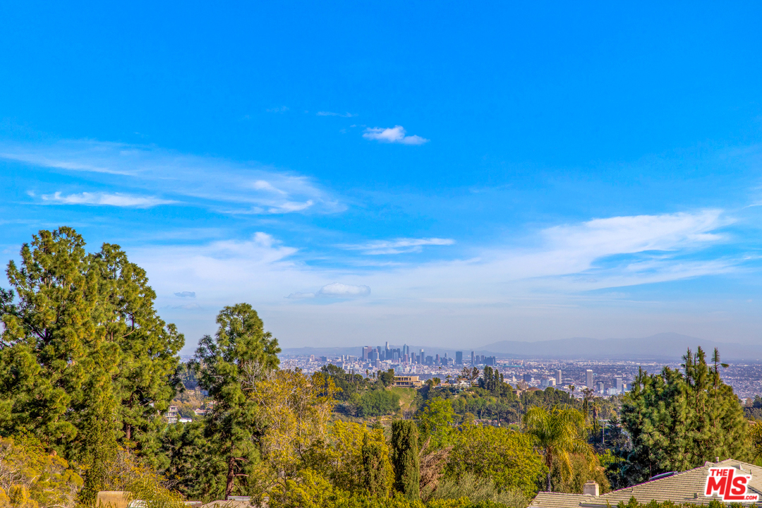 10860 ST VIA VERONA, Beverly Glen, California