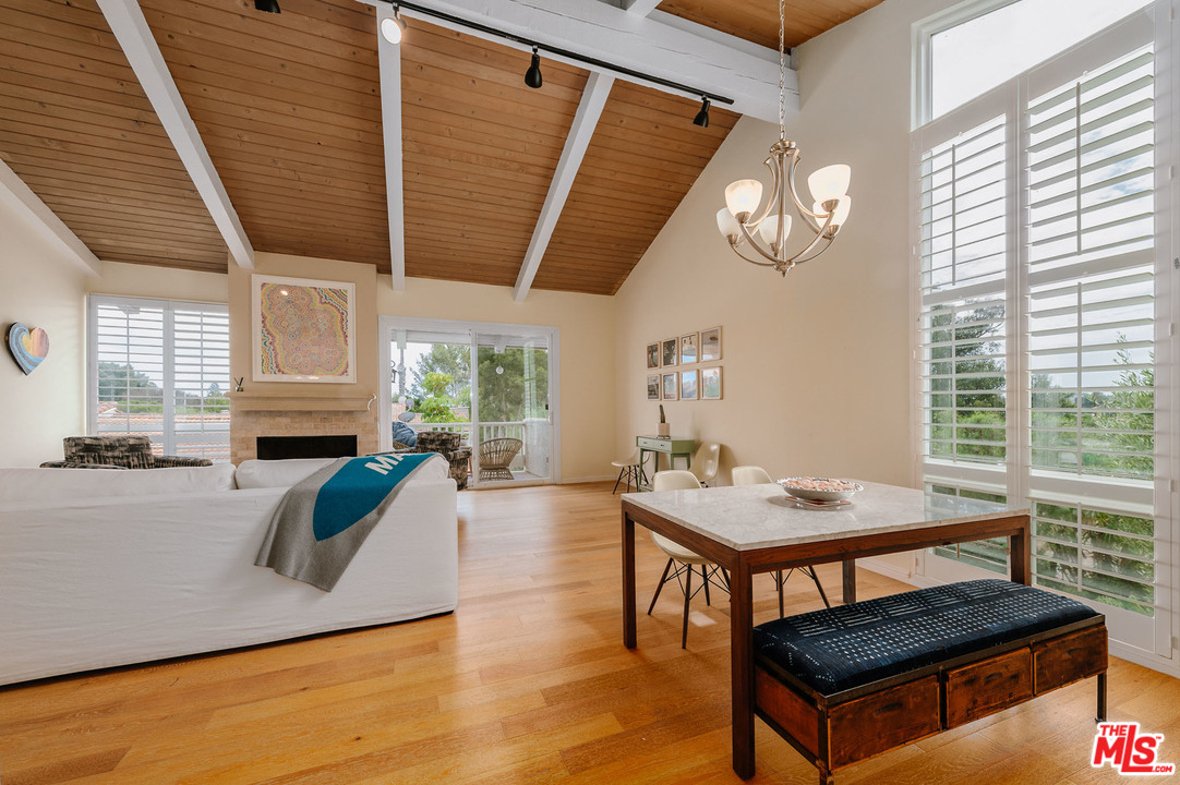 28398 LN REY DE COPAS, one of homes for sale in Malibu Canyon