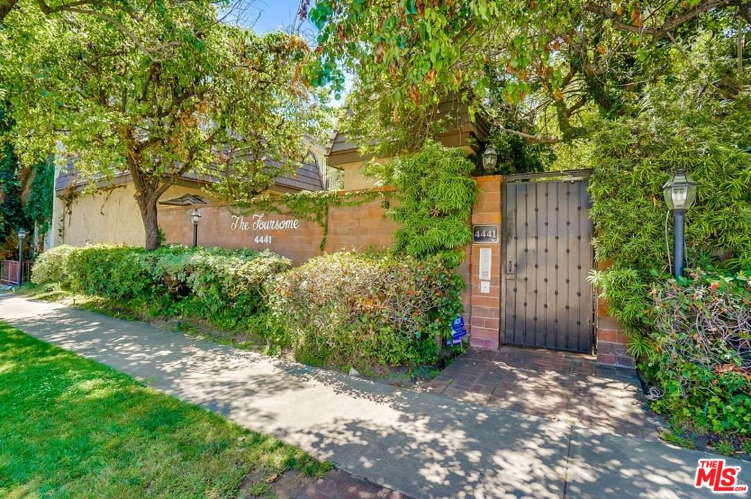 4441 CAHUENGA, Toluca Lake in Los Angeles County, CA 91602 Home for Sale