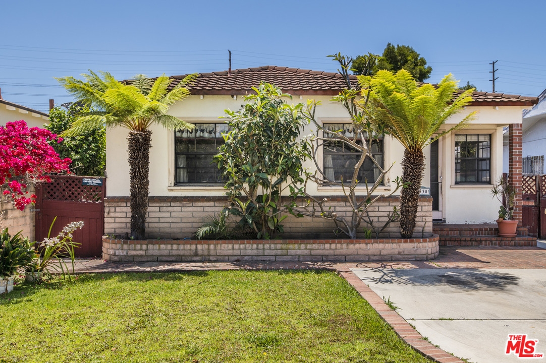 One of Mar Vista 3 Bedroom Homes for Sale at 4335 DR CAMPBELL