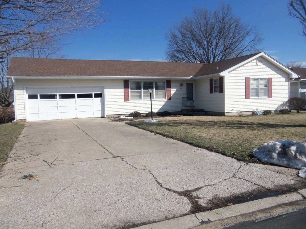 3 E Mission St, Marshall, MO 65340