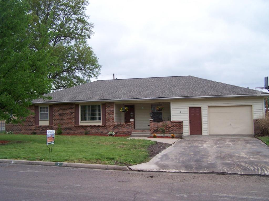 31 E Black St, Marshall, MO 65340