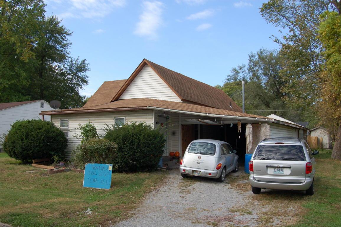 673 S Salt Pond Ave, Marshall, MO 65340
