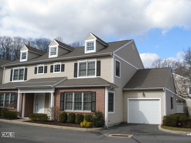 1 Hawthorne Ridge Cir, Trumbull, CT 06611
