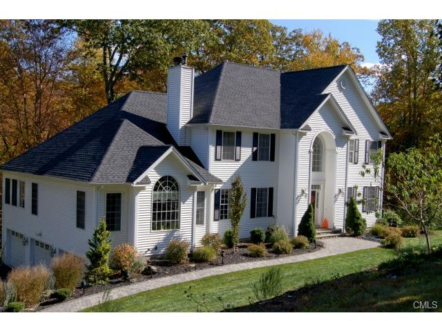 48 Marlin Rd, Sandy Hook, CT 06482
