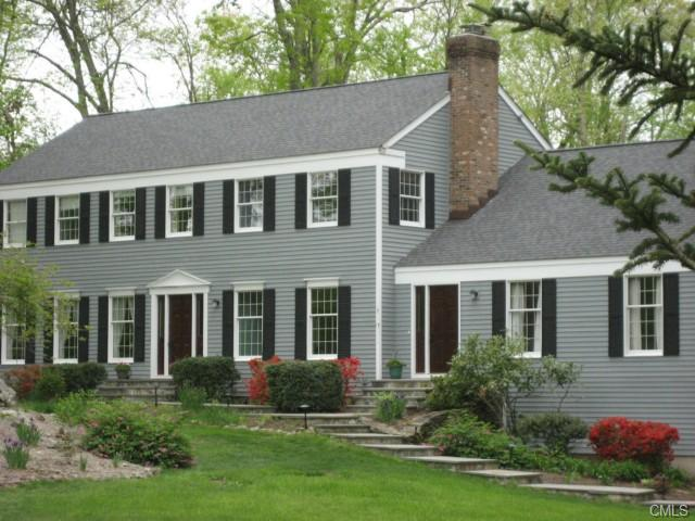 7 Fox Hollow Ln, Sandy Hook, CT 06482