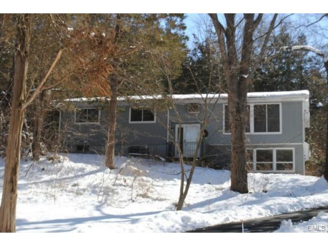 7 Tanglewood Ln, Sandy Hook, CT 06482