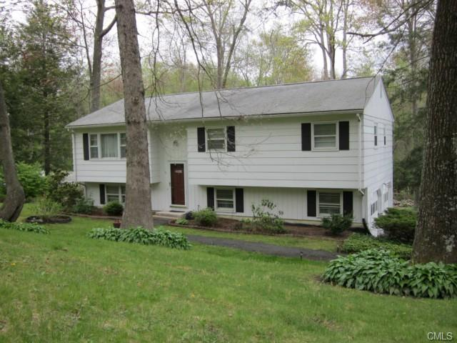 15 Aspen Way, Brookfield, CT 06804