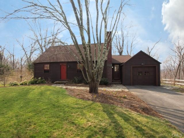 14 Kaechele Dr, Sandy Hook, CT 06482