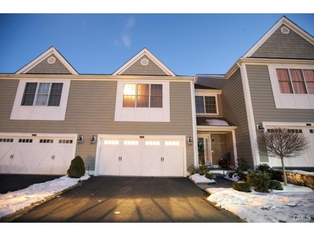 26 Still Water Cir, Brookfield, CT 06804