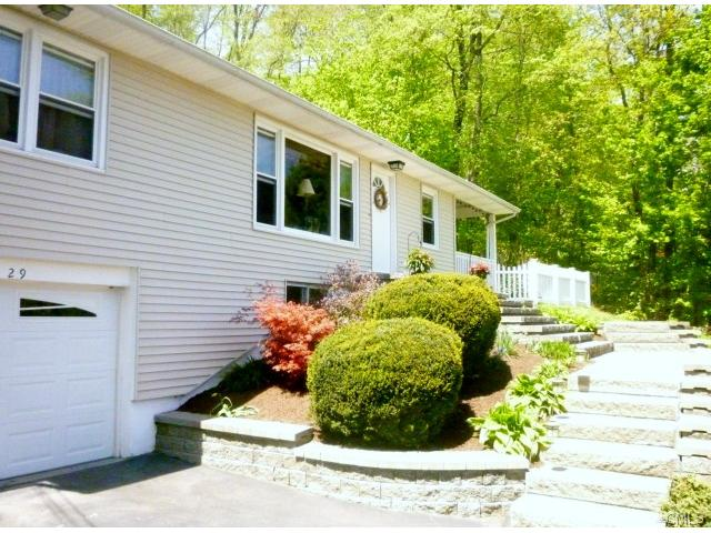 29 N Lake Shore Dr, Brookfield, CT 06804