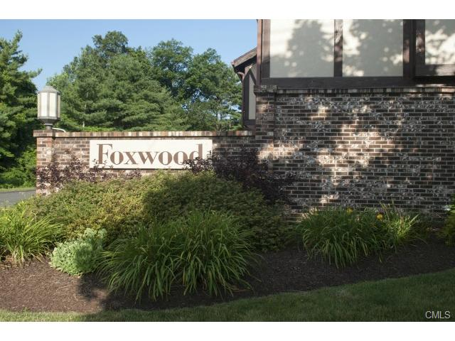 307 Foxwood Ln, Milford, CT 06461