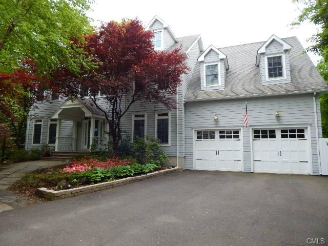 33 Pleasant St, Riverside, CT 06878