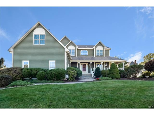 39 Farmstead Ln, Trumbull, CT 06611