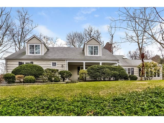 Photo of 152 Comstock Hill Road  New Canaan  CT