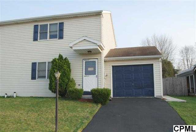 27 Town Cir, Abbottstown, PA 17301