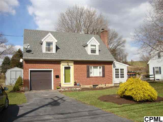 417 E High St, Womelsdorf, PA 19567