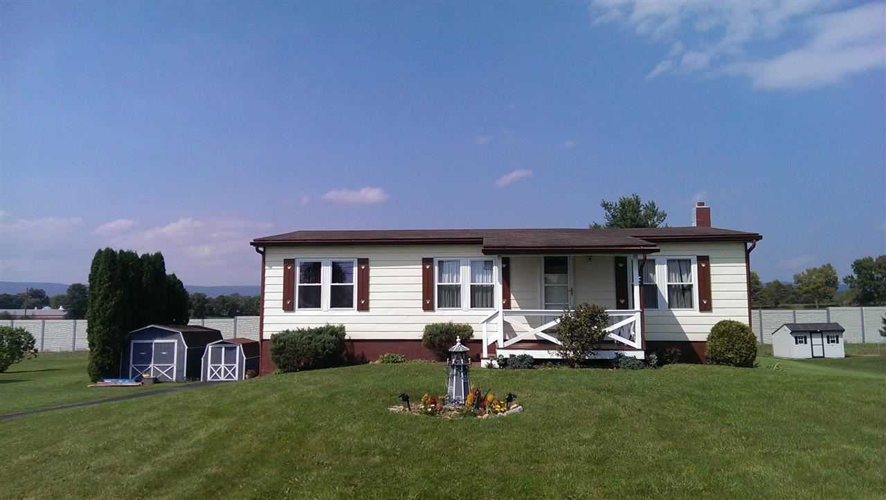 2125 Newville Rd, Carlisle, PA 17015