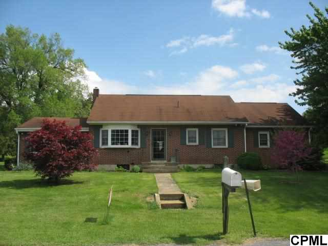 8 Midland Rd, Newville, PA 17241