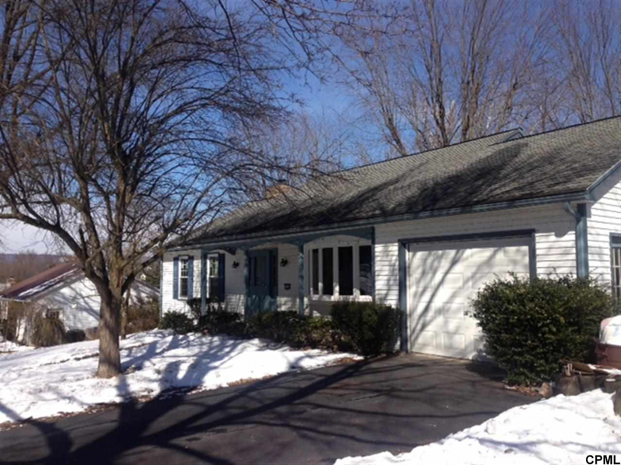 Rental Homes for Rent, ListingId:27122741, location: 5233 Meadowbrook Drive Mechanicsburg 17050