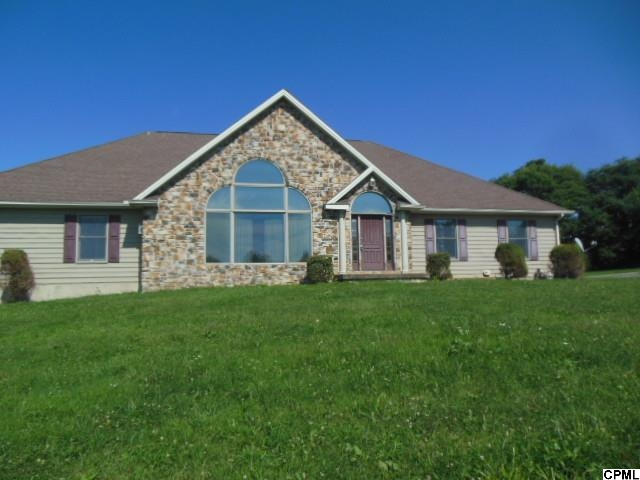 1685 Bahns Mill Rd, Windsor, PA 17366